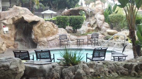 Embassy Suites by Hilton Mandalay Beach Resort: Secluded spa