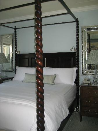 Casa del Mar: 4 poster bed