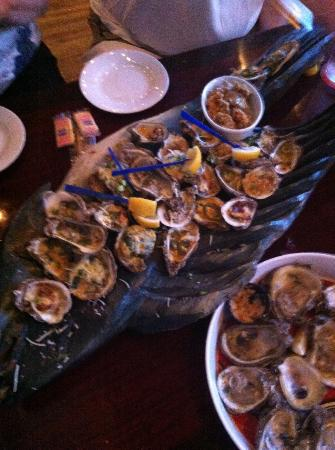Oyster platter picture of stinky 39 s fish camp navarre for Stinkys fish camp