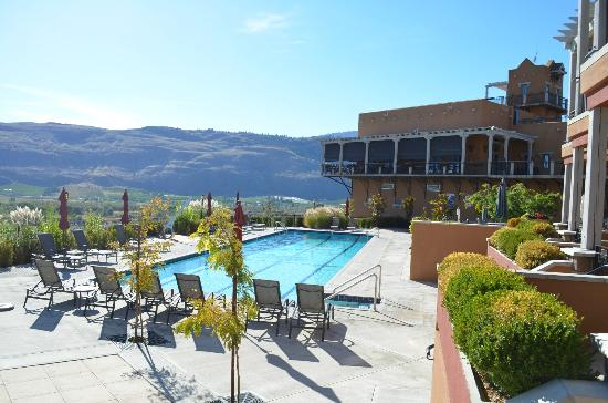 Burrowing Owl Estate Winery Guest House: Pool area from our room