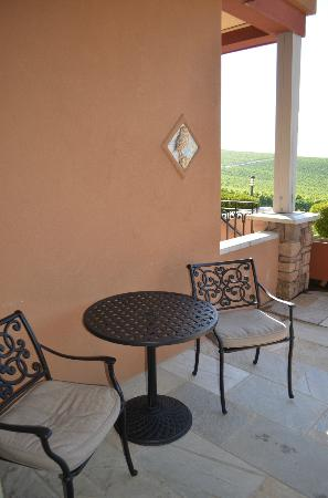 Burrowing Owl Estate Winery Guest House: Room 4 patio area