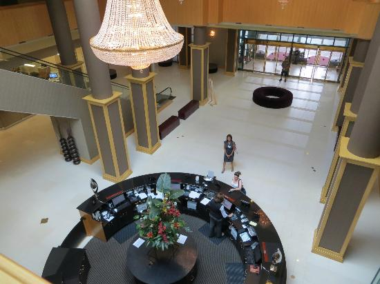 The Florida Hotel and Conference Center: The lobby leading to front entrance