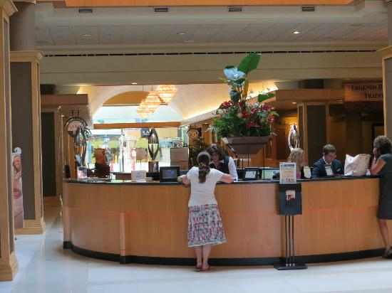 The Florida Hotel and Conference Center: Reception desk leading to the mall