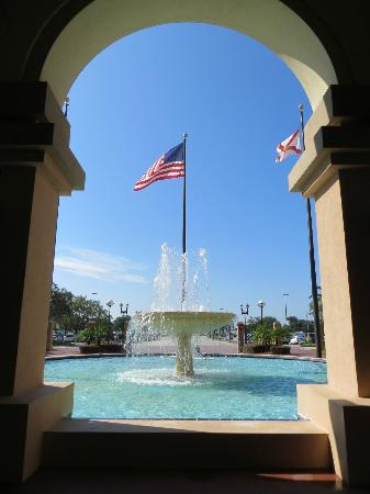 The Florida Hotel & Conference Center, BW Premier Collection: Moe's Fountain in the front entrance