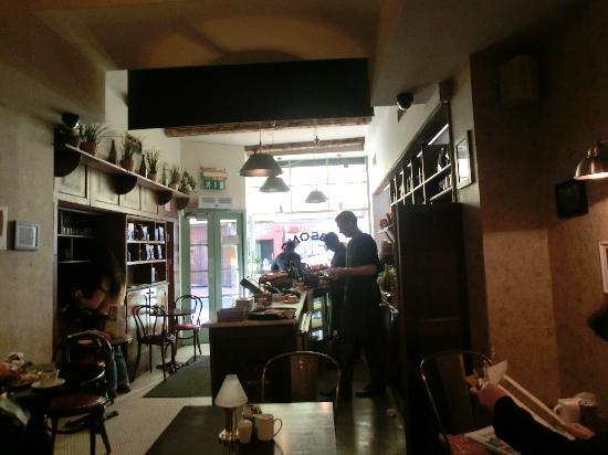 Gibsons DELI & BAKERY: l'interno del cafè