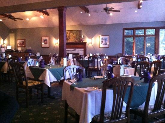 Lyons' Den Restaurant and Tavern: Main Dining Room