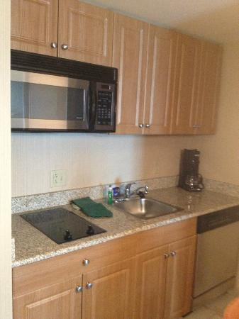 Homewood Suites by Hilton Hartford South-Glastonbury: Mini Kitchen Area all stainless steel appliances