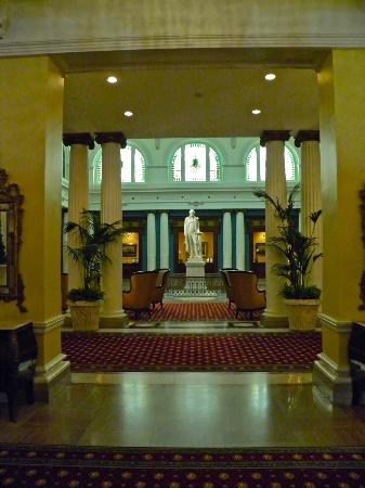 The Jefferson Hotel: Lobby Jefferson statue view