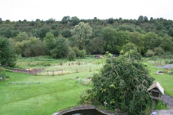 Lawcus Farm Guest House: The gorgous serene view from our room