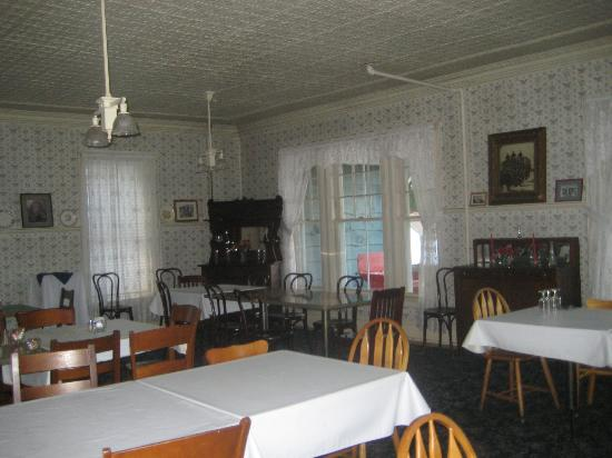Adirondack Hotel on Long Lake : Front dining room