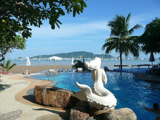 Ao Chalong Villa & Spa: Beach front pool
