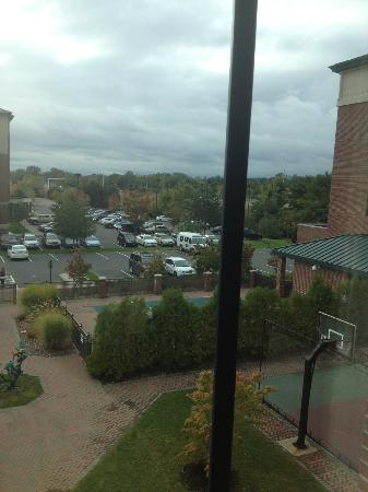 Homewood Suites by Hilton Hartford South-Glastonbury: Courtyard bedroom pool window view