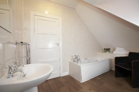 The Bay Ridge Hotel: Room 20 Bathroom