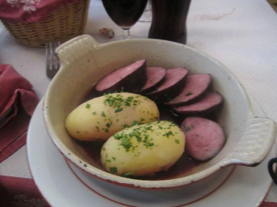 Au Petit Bouchon Chez Georges : Sausage in beaujolais sauce