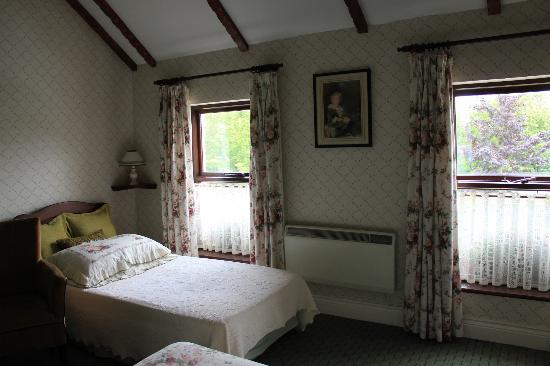 The Western Way Bed and Breakfast: Our beautiful and large room - 2/2 -