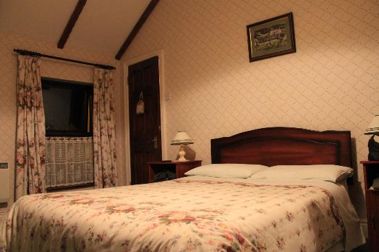 The Western Way Bed and Breakfast: Our beautiful and large room - 1/2 -