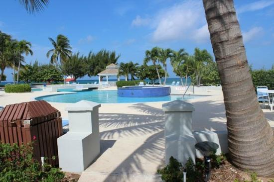 The Grandview Condos Cayman Islands: pool and hot tub