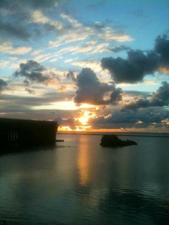 Hampton Inn Marquette/Waterfront: Woke up to this gorgeous sunrise!