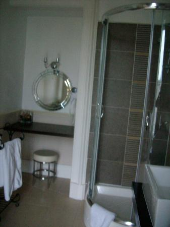 Ard-na-said: shower and dressing table