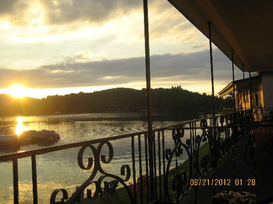 Gauthier's Saranac Lake Inn and Hotel: Gauthiers: sunset on the balcony