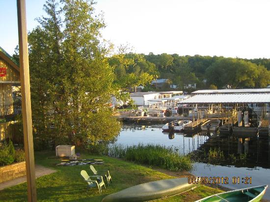 Gauthier's Saranac Lake Inn and Hotel: Guathiers: lake front and boats