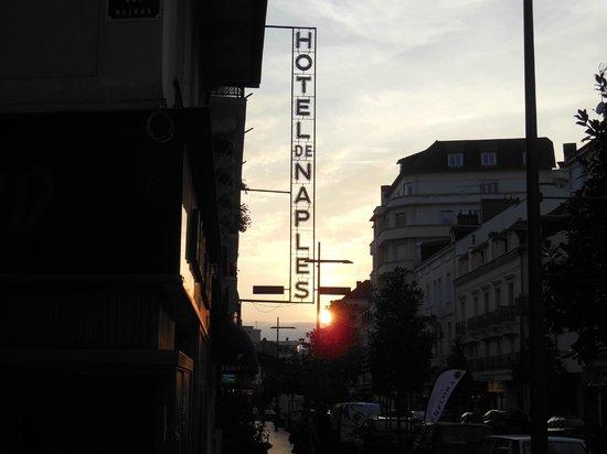 Hotel de Naples: as the sun goes down