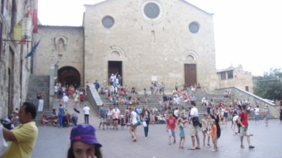 San Gimignano, Itália: ciciiiiim piazza dellacisterna da