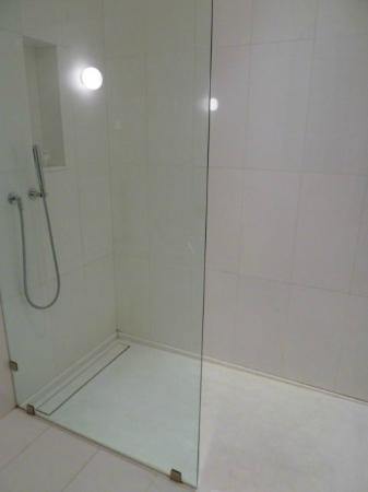 Alma Barcelona: Shower