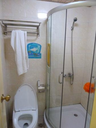 7 Days Inn Shanghai Hongqiao: Bathroom