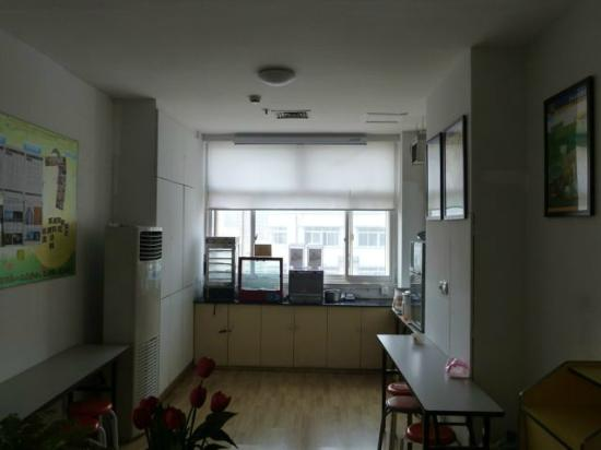 7 Days Inn Shanghai Hongqiao: Kitchen area in day. At night crawling with roaches