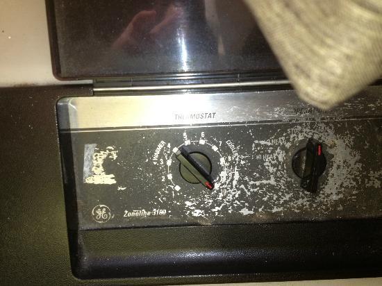 AmericInn Lodge & Suites Menomonie : dials on the AC/Heat Unit - can't read them to set them