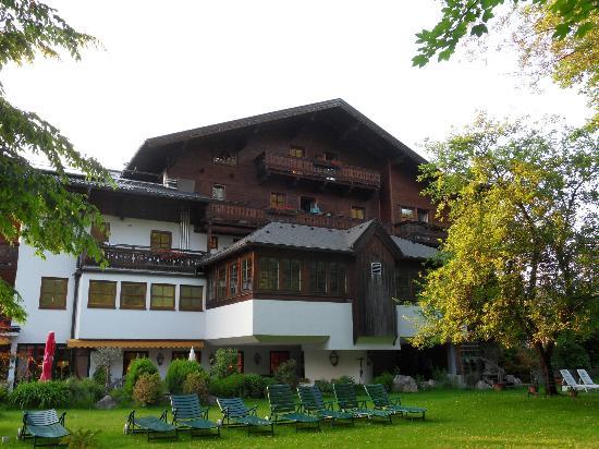 Bergrose Hotel: Garden side
