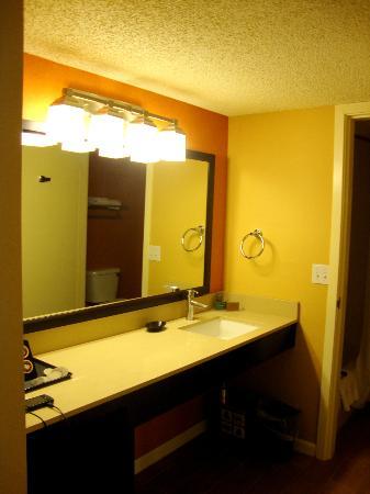 SeaCrest OceanFront Hotel: Room 410 - bathroom