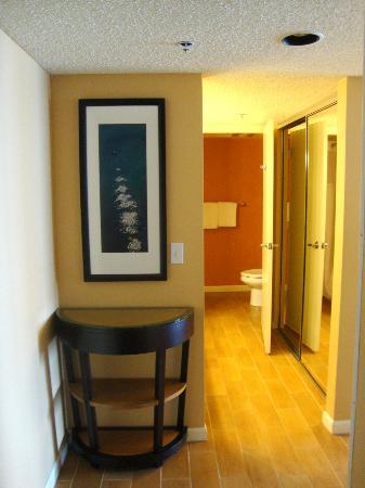 SeaCrest OceanFront Hotel: Room 410 - entryway