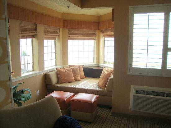 SeaCrest OceanFront Hotel: Room 410 - bay window seating area (loved this spot!!)