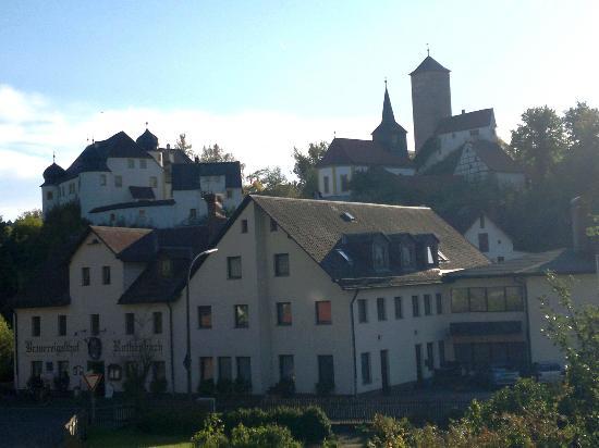 Brauereigasthof Rothenbach: Brauerei mit Burg Aufseß im Hintergrund