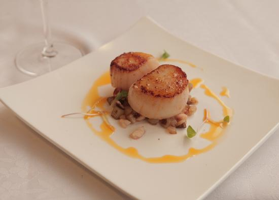 Red Fish: Scallops w/ Octopus Hash