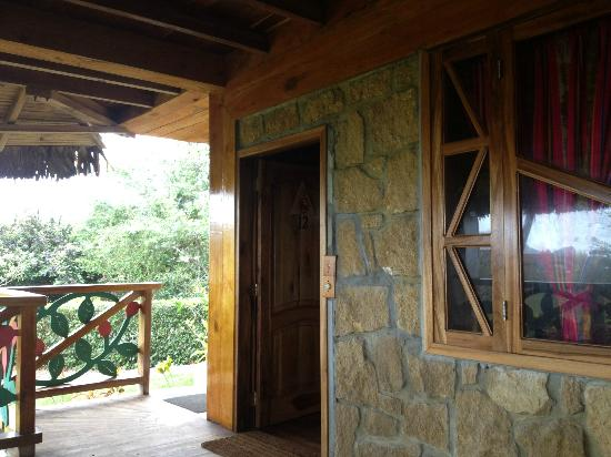 Azuluna Ecolodge: Entrance to room with sitting porch