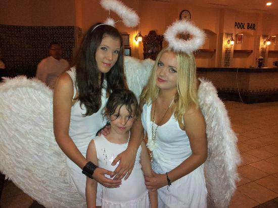 Delphin Palace Hotel: 2 jeunes russes en charge du Club enfant