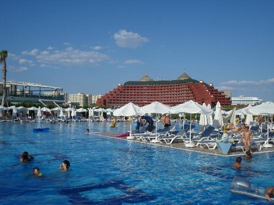 Delphin Palace Hotel: Le Delphin palace vu du Delphin Imperial