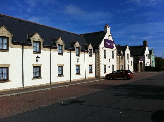 Premier Inn Dundee East Hotel: Outside Hotel