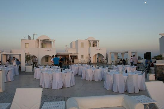 Rocabella Santorini Resort & Spa: Late dinner on the terrace
