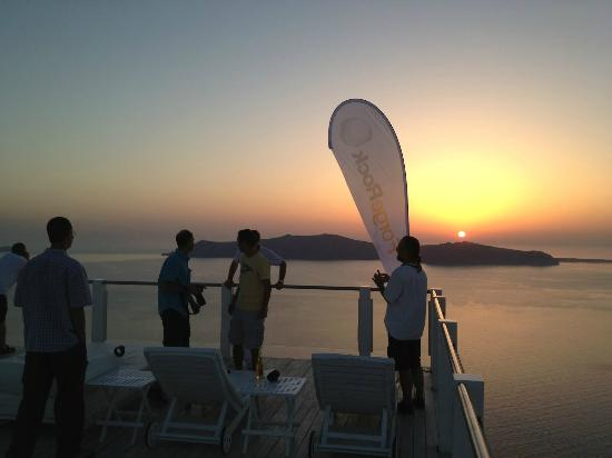 Rocabella Santorini Hotel & Spa: The sunset at the terrace