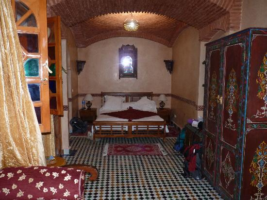 Riad Moulay: Chambre berbère 1er étage côté arrière : partie lit