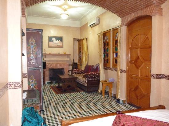 Riad Moulay: Chambre berbère 1er étage côté arrière : partie salon