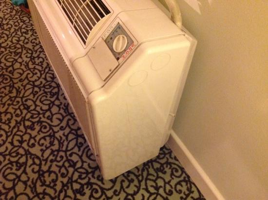 Hotel Cristall: air con with the wire-cut.