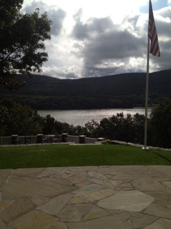 The Hudson River Crest B&B: view from the backyard