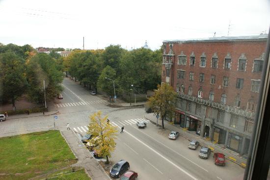 Vyborg Hotel: Вид с 6-го этажа на дом, построенный Удо Ульбергом