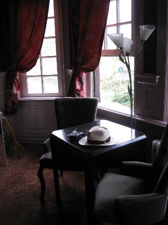 Hotel Mare Sanat: Tisch mit 2 Sesseln