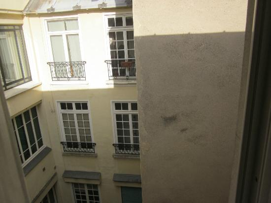 Mercure Annecy Centre: View from room 408 window non street side